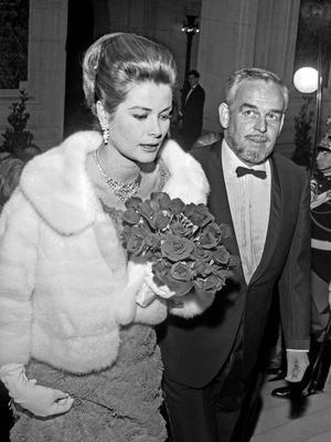 La princesse Grace de Monaco et son mari le prince Rainier lors du Gala de l'Union des Artistes à l'Opéra de Paris le 18 mars 1966.