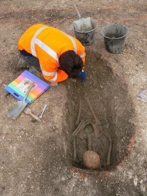 Sépulture d'enfant gaulois, sur le site de Jort (Calvados), creusée dans la roche calcaire.