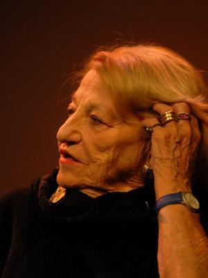 En prenant la direction de la danse à l'Opéra de Lyon, Françoise Adret devient l'une des premières femmes en France à diriger une compagnie.