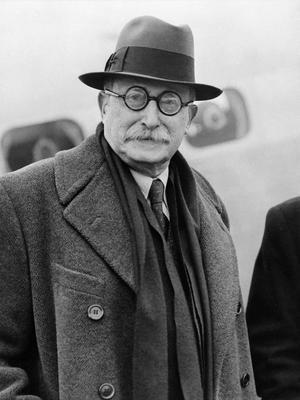 Léon Blum prononce le discours «garder la vieille maison», au Congrès de Tours.