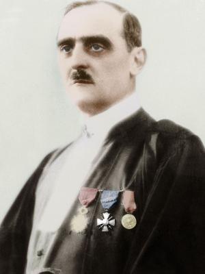 Le Conseiller Albert Prince -magistrat qui enquête sur l'affaire Stavisky- meurt mystérieusement le 20 février 1934.