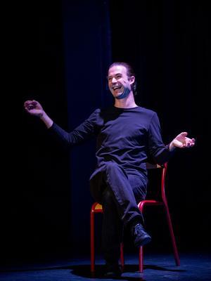 Nicolas Devort joue sept personnages sur scène.