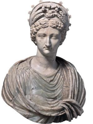<i>Livie en Cérès</i>, époque tibéro-claudienne (Rome, Musei Capitolini). Claude prit lui-même l'initiative de diviniser sa grand-mère pour accroître sa légitimité dynastique. L'épouse d'Auguste s'était de son vivant efforcée de privilégier sa progéniture au détriment de celle de son mari. La dynastie julio-claudienne procède d'elle autant et plus que du sang de César.