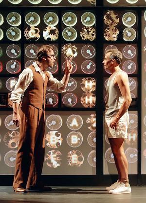 Benoît Solès et Amaury de Crayencour dans «La Machine de Turing».