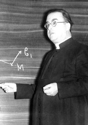 L'abbé Georges Lemaître lors d'un cours à l'Université de Louvain en 1956.