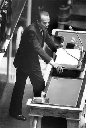 Robert Badinter s'adressant aux députés français, le 18 septembre 1981.