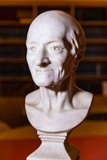 Le buste de Voltaire.