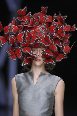 Exposition «Alexander McQueen: Savage Beauty» au Victoria and Albert Museum de Londres.