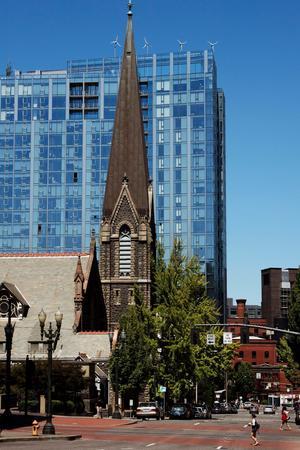 Dans le centre, une église presbytérienne témoigne du passé d'une ville d'à peine plus d'un siècle et demi.