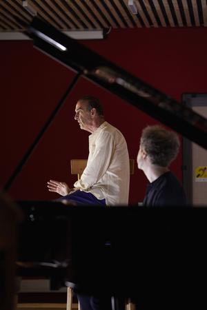 Robin Renucci, accompagné par le pianiste Nicolas Stavy dans «L'enfance à l'œuvre».