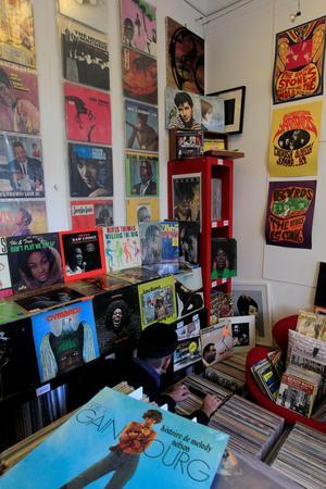 Record Station (Xe), caverne d'Ali Baba remplie de disques du sol au plafond.