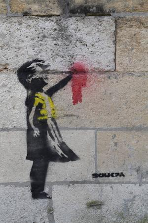 Le graffiti se trouve le long de l'hôpital Saint-André cours d'Albret, à Bordeaux.