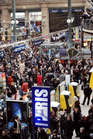 Gare du Nord, le 8 novembre 2008. Des milliers de personnes sont bloquées en gare.