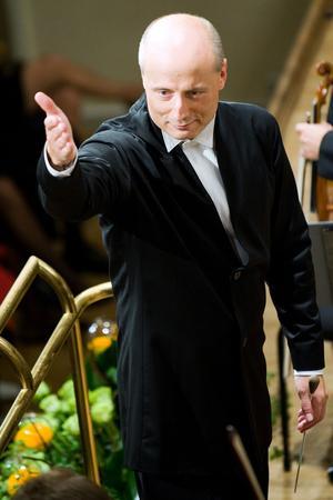 Le chef estonien Paavo Jarvi dirige mardi le Philharmonique de Berlin pour un programme Beethoven et Wagner.