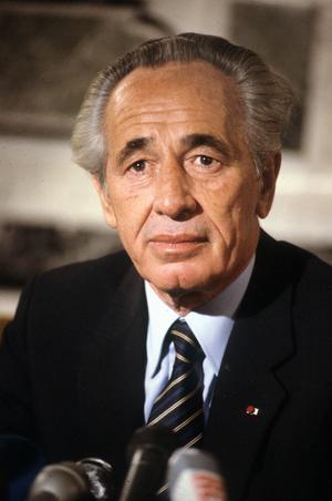 Shimon Peres, premier ministre d'Israel, au Palais de l'Elysée à Paris le 6 decembre 1984.
