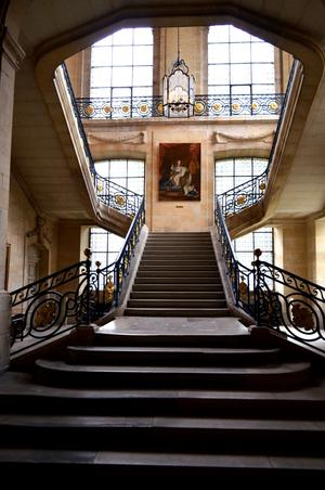 L'escalier d'honneur du musée Saint-Rémi, àReims(51).