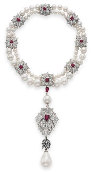 Collier en perles fines, diamants et rubis autour de la Peregrina.