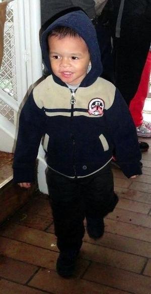 Marcus, deux ans et dem, est décrit comme «métis» de corpulence normale, 12kg pour 85 cm, avec les cheveux et les yeux noirs.