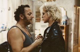 Coluche et Agnès Soral dans une scène de <i>Tchao Pantin</i>.