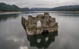Au Mexique, une église du XVIe siècle surgit des eaux après une sécheresse