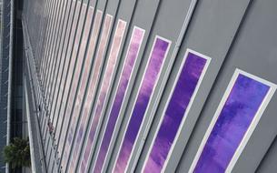 Le toit d'un collège français teste une nouvelle technologie solaire