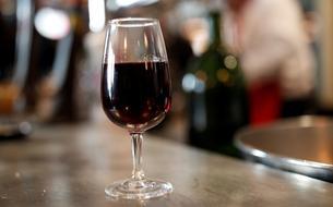 Le Beaujolais nouveau, un vin boudé en quête de renouveau
