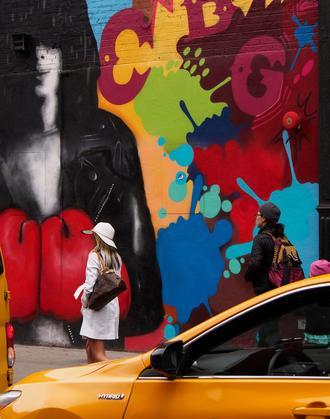 Le chic new-yorkais. Sur Bowery Street, une fresque murale de Joey Ramone.