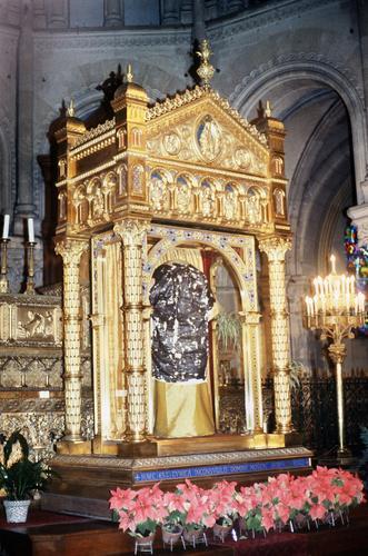 Ostension de la Sainte tunique du Christ en la basilique Saint-Denys d'Argenteuil, le 14 avril 1984.