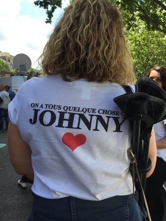Beaucoup de fans arboraient des t-shirts à l'effigie de leur idole.