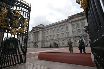 Un millier de soldats ont été déployés à Londres pour protéger, notamment, le palais royal, Downing Street et le Parlement.