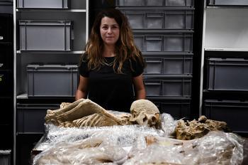La bioarchéologue Eleanna Prevedorou.