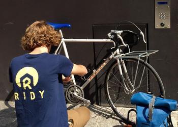En proposant d'intervenir directement sur le lieu de la panne, la start-up Ridy participe à la démocratisation du vélo