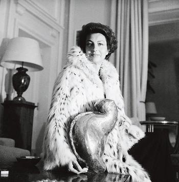 Chez elle, à Neuilly-sur-Seine, vers 1980.