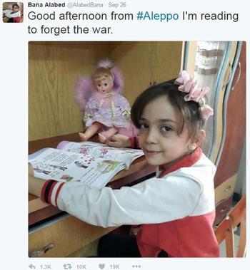 «Bonjour depuis Alep, je lis un livre pour oublier la guerre», écrivait Bana Alabed fin septembre.