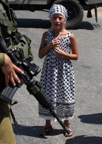 Ahed Tamimi, ici en 2010. Elle est âgée de seulement 9 ans.