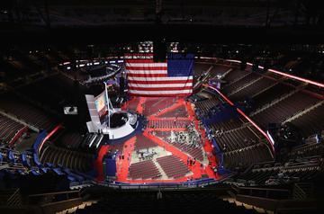 Le complexe omnisports des Cavaliers, club de basket qui a gagné la NBA, où se tiendra l'événement, s'apprête à devenir le centre du monde, grâce à la présence de milliers de journalistes.