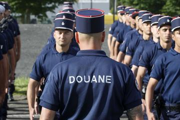 «L'alignement doit être parfait. Nous devons être au diapason des militaires, tout de même», souligne le chef de bataillon.
