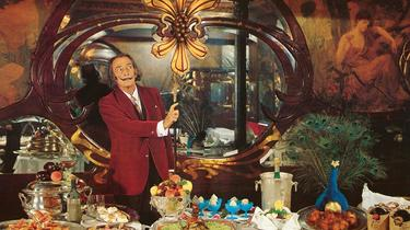 Dali : ses Dîners de Gala érotiques et baroques enfin réédités