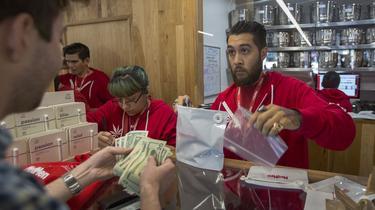 En Californie, les débuts chaotiquesde la légalisation du cannabis
