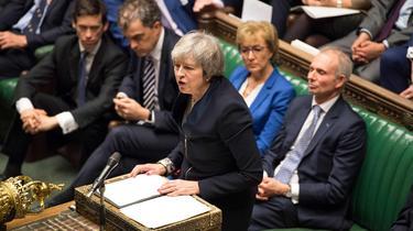 Brexit: le plan de Theresa May massivement rejeté