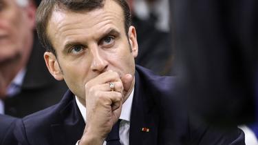 Macron soigne sa droite pour se renforcer