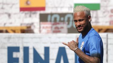 Football: Manuel Valls conseille à Neymar de revenir au Barça