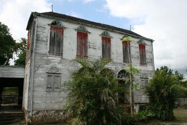Le domaine de Maison Rouge est situé sur l'île de La Réunion, sur les hauteurs de la commune de Saint-Louis.