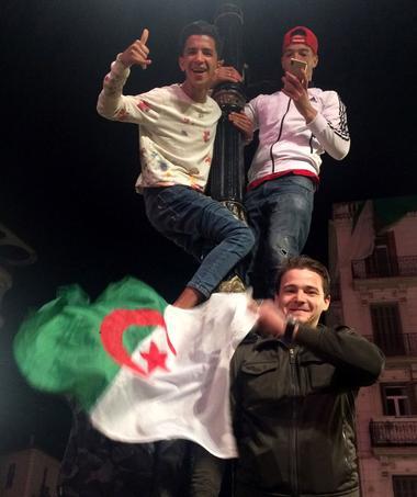 Alger, le 2 avril 2019, le peuple algérien dans la rue après l'annonce de la démission du Président Abdelaziz Bouteflika. <br/>