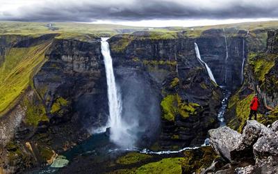 Plantée dans un décor lunaire, la cascade de Háifoss (122 m) est l'une des plus hautes du pays.