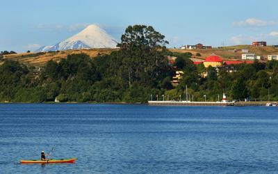 Au Chili, le lac Lalnquihue veillé par le volcan Osorno. Crédit photo: Office de tourisme du Chili