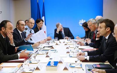 Le président Macron a réitéré des consignes de fermeté, ici lors d'un conseil de Défense et de Sécurité, en mars.