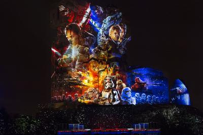 Projection «Star Wars» sur la Hollywood Tower.