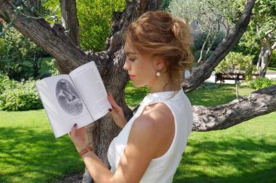Charlotte Longépé a traduit certains poèmes de son arrière-grand-père, et publie un roman à sa mémoire.