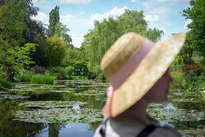 Vue de l'étang aux nymphéas qui servit de modèle au père de l'impressionnisme.